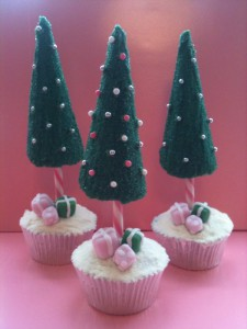 ChristmasTreeCupcakes 225x300